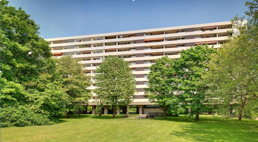 Helle 4-Zimmer-Wohnung mit Balkon und Einbauküchze